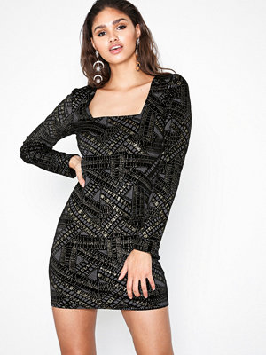 NLY Trend Famous Square Neck Dress