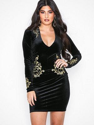 NLY One Goddess Velvet Dress Svart
