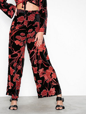 Glamorous mönstrade byxor Floral Loose Pants Black/Pink
