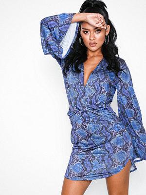 NLY One Flowy Sleeve Dress Blå