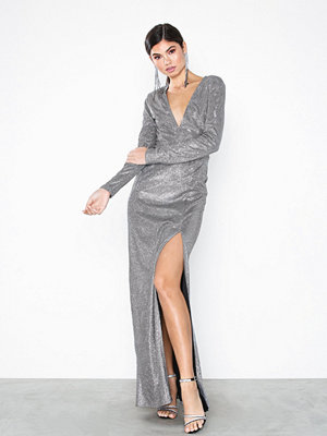 NLY Eve Power Shoulder Shiny Gown
