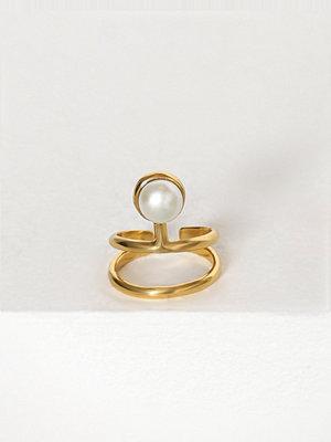 Cornelia Webb Pearled Knuckle Ring