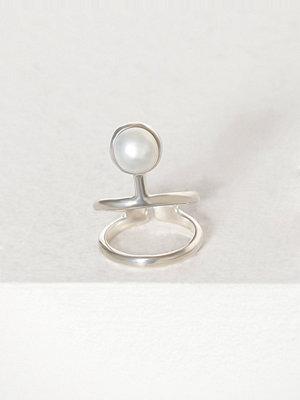 Cornelia Webb Pearled Knuckle Ring Silver