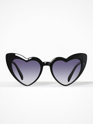 Missguided Frame Heart Sunglasses Black