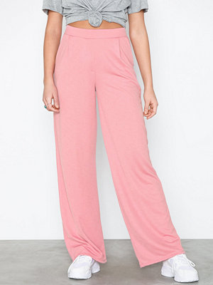 NLY Trend gammelrosa byxor Tailored Wide Pants