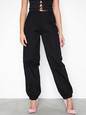 NLY Trend svarta byxor Perfect Cargo Pants Svart
