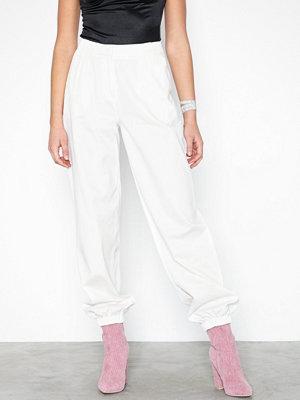 NLY Trend vita byxor Perfect Cargo Pants Vit
