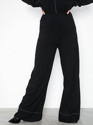 NLY Trend svarta byxor Contrast Pants