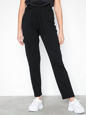 NLY Trend svarta byxor Cargo Jersey Pants