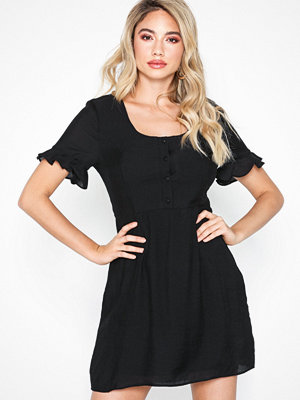 Glamorous Short Sleeve Midi Dress
