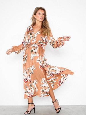 NLY Trend Flowy flower Dress Blommig