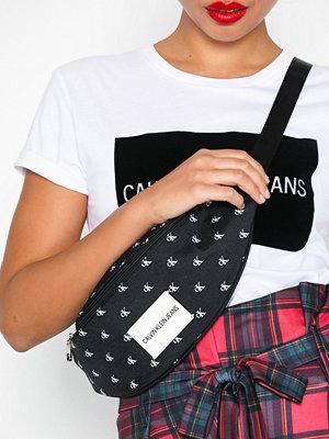 Calvin Klein Jeans mönstrad axelväska Sport Essential Mono Cp Waistbag Black/White