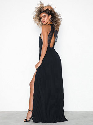 NLY Eve Pleated Lace Gown Svart
