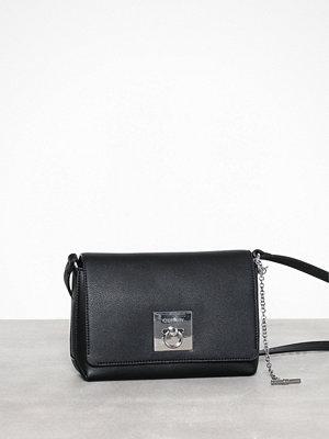 Calvin Klein svart axelväska Ck Lock Med Flap Crossbody Black