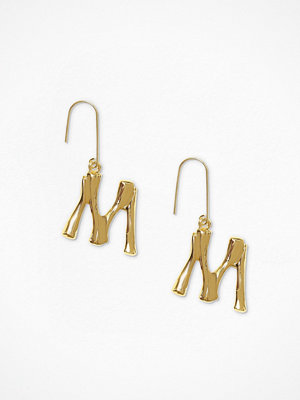 NLY Accessories örhängen Bamboo Letter Earrings M