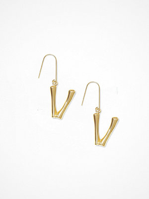 NLY Accessories örhängen Bamboo Letter Earrings V