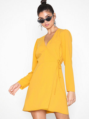 NLY Trend Business Wrap Dress