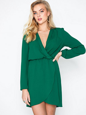 Festklänningar - NLY Trend Pleated Wrap Dress