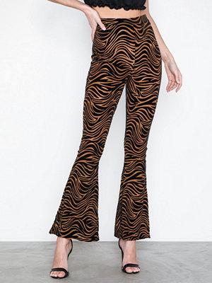 Missguided randiga byxor Zebra Flare Trousers