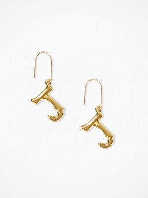 NLY Accessories örhängen Bamboo Letter Earrings J