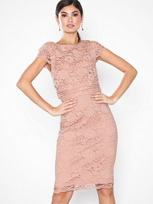 Festklänningar - NLY Eve Lace Dream Cap Sleeve Dress