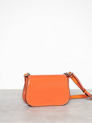 Calvin Klein röd axelväska Dressed Up Shoulder Bag Orange