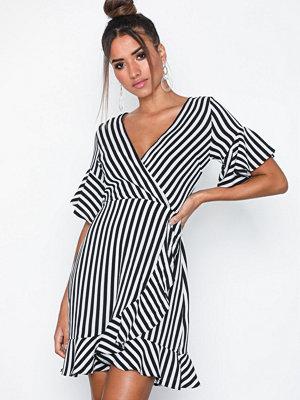 Ax Paris Short Sleeve V Neck Dress