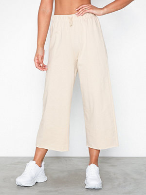 NLY Trend omönstrade byxor Cut Off Joggers