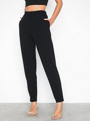 NLY Trend svarta byxor Slim Suit Pants