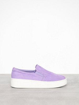 Duffy Faux Suede Slip-On Sneaker Lila