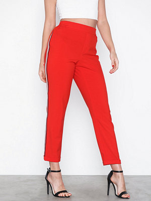Jacqueline de Yong röda byxor Jdyiza Solid Ank Pant Wvn Noos