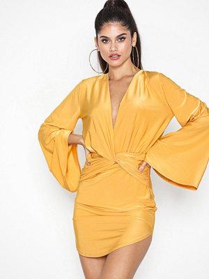 NLY One Flowy Sleeve Solid Dress Gul