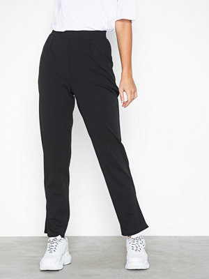 NLY Trend svarta byxor Crepe Slit Pants