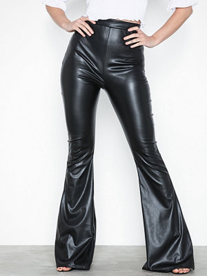 Missguided svarta byxor Faux Leather Flare Trouser