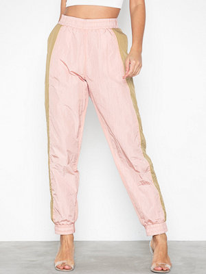 NLY Trend omönstrade byxor Luxury Track Pants