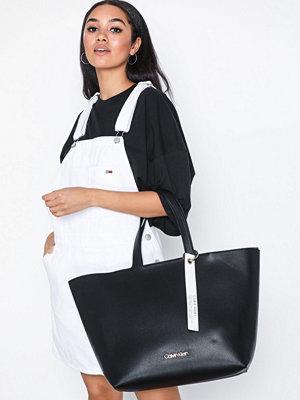 Handväskor - Calvin Klein Neat Ew Shopper