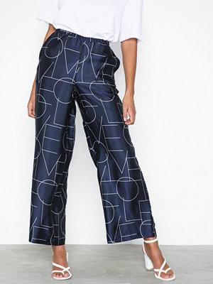 Vero Moda marinblå byxor med tryck Vmlove Nw Coco Pant Box Wvn