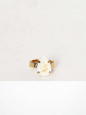 Caroline Svedbom Mini drop ring Vit