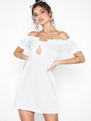 Glamorous Offshoulder Knot Dress