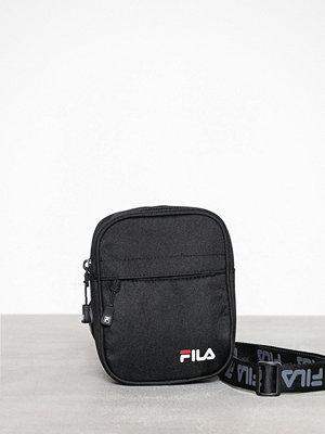 Fila svart axelväska New Pusher Bag Berlin