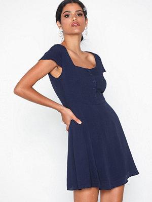 Glamorous Short Sleeve Dress