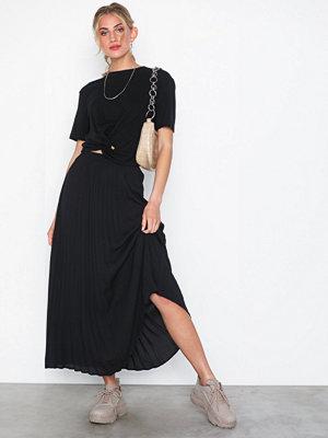 Only onlPHOEBE Long Plisse Skirt Wvn Svart