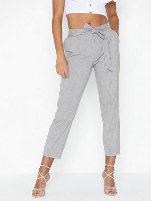 Selected Femme ljusgrå byxor Slfbio Biga Mw Cropped Pant B