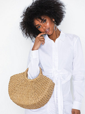 Handväskor - NLY Accessories Flirty Straw Bag