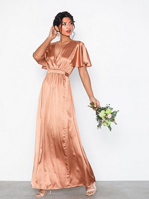 NLY Eve Butterfly Sleeve Gown