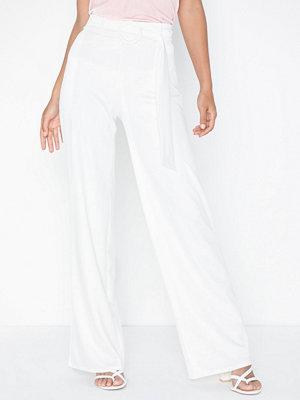 NLY Trend vita byxor Belt Crepe Straight Pants