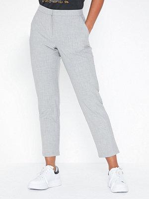 NLY Trend ljusgrå byxor Casual Suit Pants