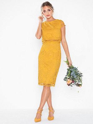 Festklänningar - NLY Eve Lace Dream Cap Sleeve Dress