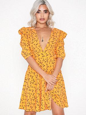 Glamorous Short Sleeve Flower Dress