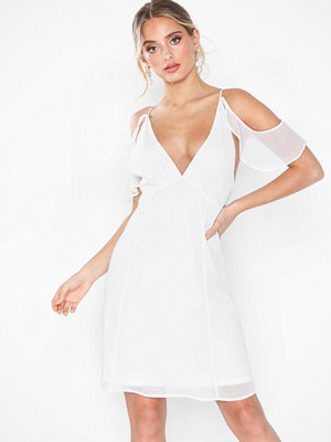 NLY Eve Frill Shoulder Dress Vit
